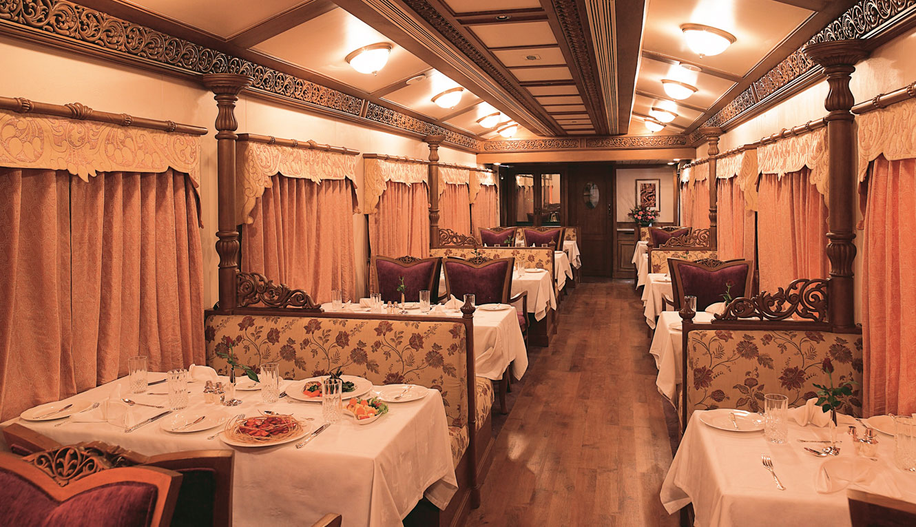 The Golden Chariot - Dining Car